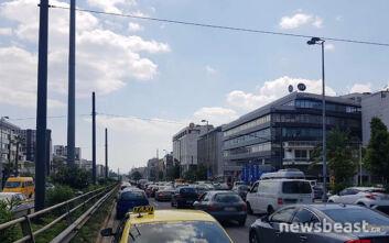 Κυκλοφοριακό κομφούζιο τώρα στη λεωφόρο Συγγρού λόγω τροχαίου