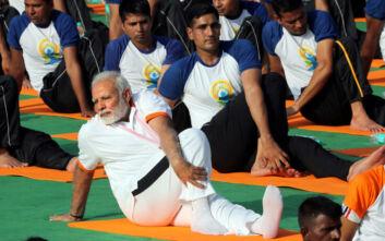 Γιόγκα κατά του κορονοϊού προτείνει ο πρωθυπουργός της Ινδίας