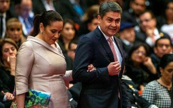 Στο νοσοκομείο λόγω κορονοϊού ο πρόεδρος της Ονδούρας