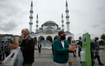Πάνω από 10.000 οι νεκροί στην Τουρκία από την πανδημία του κορονοϊού