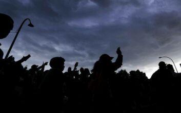 «Φλέγεται» και το Σεντ Λούις: Πυροβολισμοί στη διάρκεια διαδήλωσης, τέσσερις αστυνομικοί τραυματίες