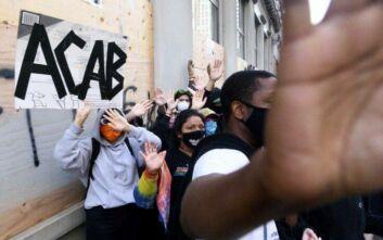 Πρώην πράκτορας FBI για τη δολοφονία του Τζορτζ Φλόιντ: Στις συνοικίες με μειονότητες, κάθε μαύρος είναι δυνάμει εγκληματίας
