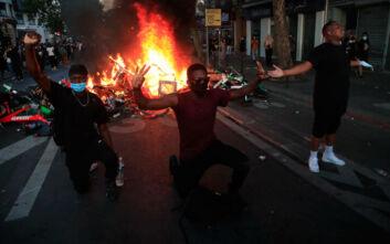 Συγκρούσεις και δακρυγόνα και στο Παρίσι: Οδοφράγματα και συλλήψεις σε αντιρατσιστική πορεία