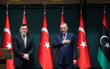 Bloomberg: Αποφασισμένος ο Ερντογάν να πατήσει πόδι στη Λιβύη