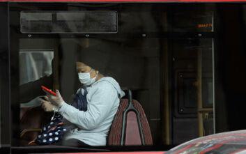 Νέες οδηγίες του ΠΟΥ: Να φοράτε μάσκα σε δημόσιους χώρους