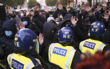 Μεγάλη Βρετανία: 14 αστυνομικοί τραυματίστηκαν στις αντιρατσιστικές διαδηλώσεις στο Λονδίνο