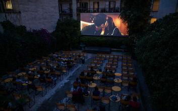 Αποθέωση των θερινών σινεμά από την Washington Post: «Μαγεία κάτω από το φεγγάρι στην Ελλάδα»