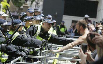 Ακροδεξιοί συγκρούστηκαν με διαδηλωτές κατά του ρατσισμού στο Λονδίνο