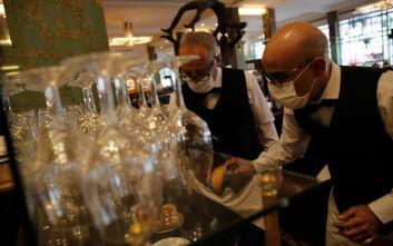 Άνοιξαν τα εστιατόρια στη Γαλλία, έντονη η ανησυχία των καταστηματαρχών