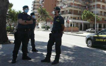 Νέα ένταση στην πόλη έξω από τη Νάπολη μετά από 49 μαζικά κρούσματα κορονοϊού