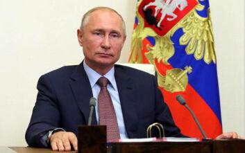 Πούτιν: Η επιδημία του κορονοϊού, δόξα σοι ο Θεός, υποχωρεί