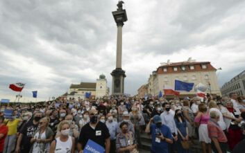 Κρίσιμες προεδρικές εκλογές στην Πολωνία εν μέσω κορονοϊού