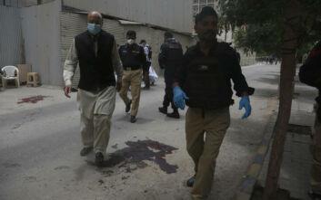 Επίθεση στο Πακιστάν: Φωτογραφίες μετά το πυρ στο Χρηματιστήριο