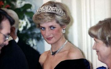 Βασιλικός φωτογράφος αποκαλύπτει τα «μυστικά» της πριγκίπισσας Νταϊάνα στις φωτογραφίσεις