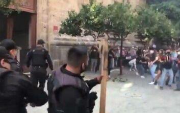 Αστυνομικοί στο Μεξικό χτύπησαν μέχρι θανάτου νεαρό γιατί δεν φόραγε μάσκα – Ταραχές και καμμένα περιπολικά