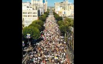 Εντυπωσιακή πορεία στο Λος Άντζελες σε διαδηλώσεις για τη δολοφονία του Τζορτζ Φλόιντ
