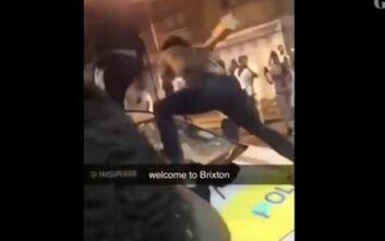 Και νέα επεισόδια στο Λονδίνο σε προσπάθεια διάλυσης αυτοσχέδιου πάρτυ – Πολίτες εκτόξευσαν αντικείμενα σε αστυνομικούς