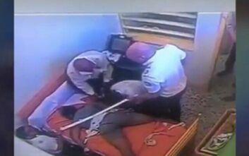 Σάλος από θάνατο ανηλίκου σε κέντρο κράτησης στην Ισπανία - Βίντεο δείχνουν υπέρμετρη βία από τους φύλακες