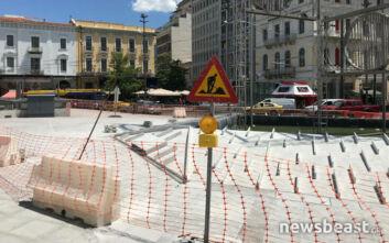 Εικόνες από την πλατεία Ομονοίας: Εκτός λειτουργίας το συντριβάνι και το γλυπτό