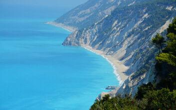 Μία από τις πιο θεαματικές παραλίες της χώρας βρίσκεται στη Λευκάδα