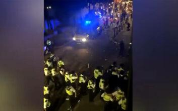 Συμπλοκές με αστυνομικούς σε street πάρτι στο Λονδίνο