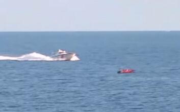 Βίντεο ντοκουμέντο με τρεις τουρκικές ακταιωρούς να συνοδεύουν βάρκα με μετανάστες στην Ελλάδα