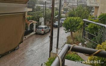 Κακοκαιρία στην Αττική: Ισχυρή βροχή με κεραυνούς σε πολλές περιοχές