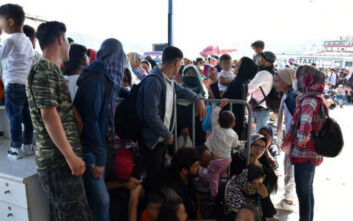 Ένταση κατά την αναχώρηση μεταναστών και προσφύγων από τη Μυτιλήνη