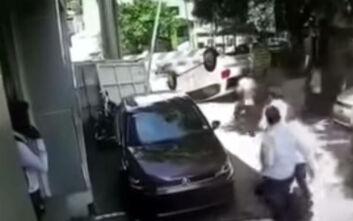 Ινδία: Πήρε το ολοκαίνουργιο αμάξι του και το διέλυσε μέσα στην αντιπροσωπεία