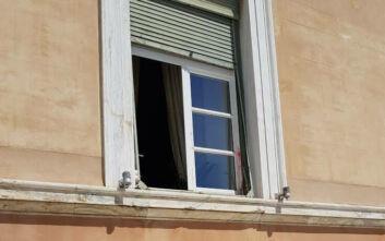 Ακόμα δεν έχουν καθαριστεί οι μπογιές στο Κοινοβούλιο από την επίθεση που δέχθηκε πέρυσι