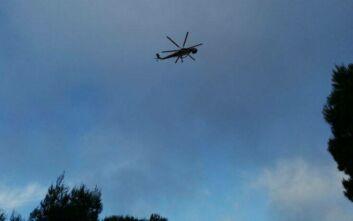 Προσπάθειες και με ελικόπτερα για την κατάσβεση της μεγάλης φωτιάς στη Ζάκυνθο