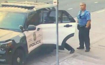 George Floyd: Νέο βίντεο δείχνει τους αστυνομικούς να τον χτυπούν και μέσα στο περιπολικό
