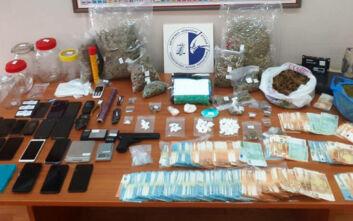 Εξαρθρώθηκε σπείρα που διακινούσε ναρκωτικά στην Αττική και τα Τρίκαλα