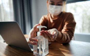 Παγκόσμια ανησυχία για νέο κύμα COVID-19, κερδίζει έδαφος η τηλεργασία