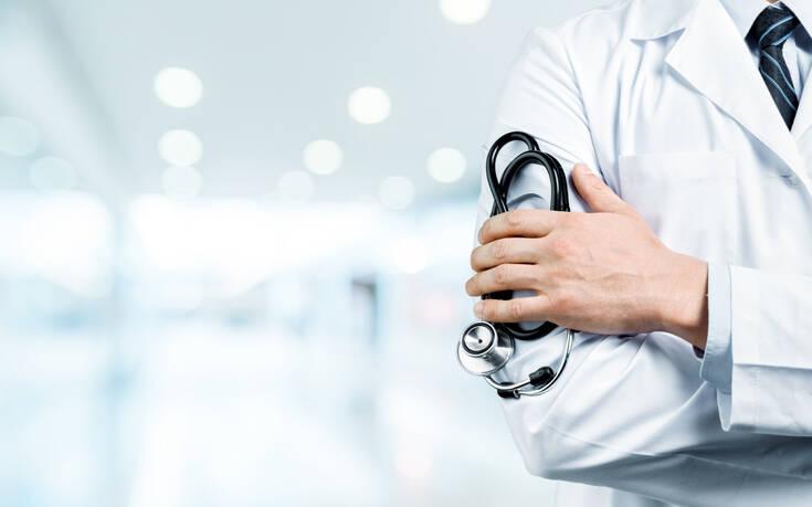 Γιατρός του ΙΚΑ στη Θεσσαλονίκη συνελήφθη για «φακελάκι»