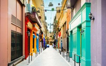 Οι Έλληνες στην πανδημία προτίμησαν τις μικρομεσαίες επιχειρήσεις, ανακάλυψαν τις online αγορές και τον αλτρουισμό