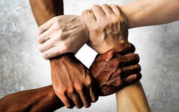 «Ο ρατσισμός, η βία και οι έλεγχοι στοιχείων παραμένουν συνήθης πρακτική στην Ευρώπη»