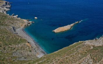 Η άγρια παραλία στη Φολέγανδρο που κλέβει τις εντυπώσεις