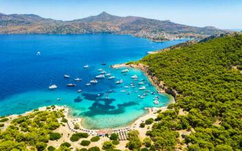 Το μικροσκοπικό νησί του Σαρωνικού που χαρακτηρίζεται και ως επίγειος παράδεισος