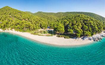 Η παραλία όνειρο στη Σκόπελο που πρωταγωνίστησε στο «Mamma Mia»
