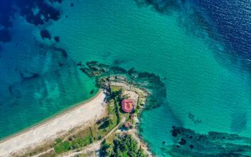 Η παραλία της Χαλκιδικής που πήρε το όνομά της από τις νίκες του Ξέρξη στην περιοχή