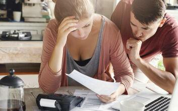 Ένας στους 2 Έλληνες ανησυχεί ότι δεν θα μπορεί να πληρώσει τους λογαριασμούς λόγω του κορονοϊού