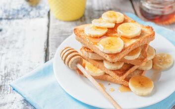 Φτιάξτε το πιο γλυκό τοστ με μέλι και μπανάνα