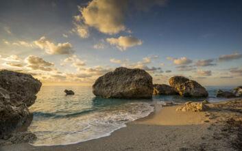 Μία από τις πιο εντυπωσιακές παραλίες της Λευκάδας