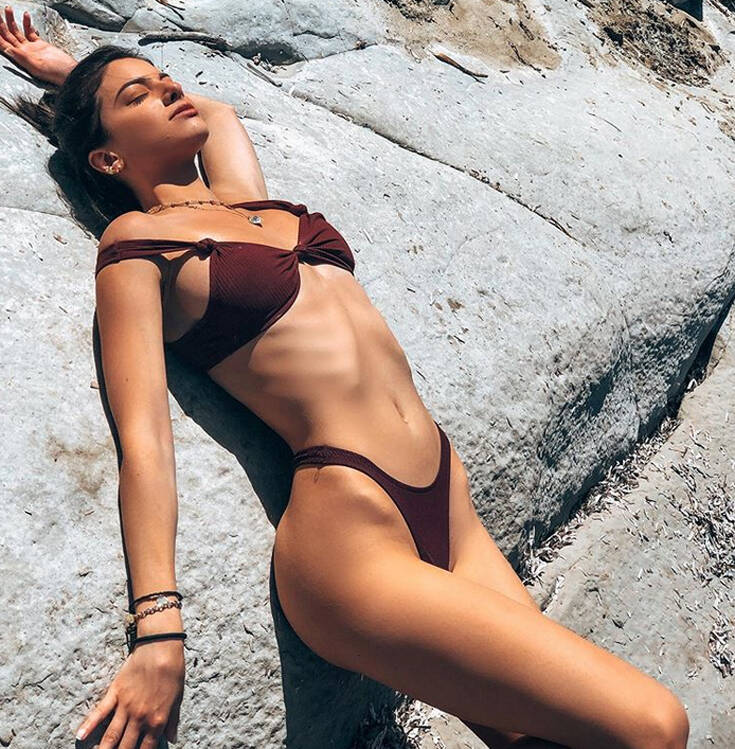 Η σέξι influencer από την Κέρκυρα και οι αναρτήσεις της που τα «σπάνε»