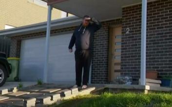 Φαρσοκωμωδία στην Αυστραλία: Κάτοικος διέκοψε τον πρωθυπουργό επειδή του πατούσε το γκαζόν