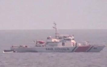 Αποκαλυπτικό βίντεο: Τουρκικές ακταιωροί προωθούν λέμβους με μετανάστες στο Αιγαίο