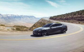 Έρευνα για αστοχίες στην οθόνη αφής σε 63.000 αυτοκίνητα Tesla Model S