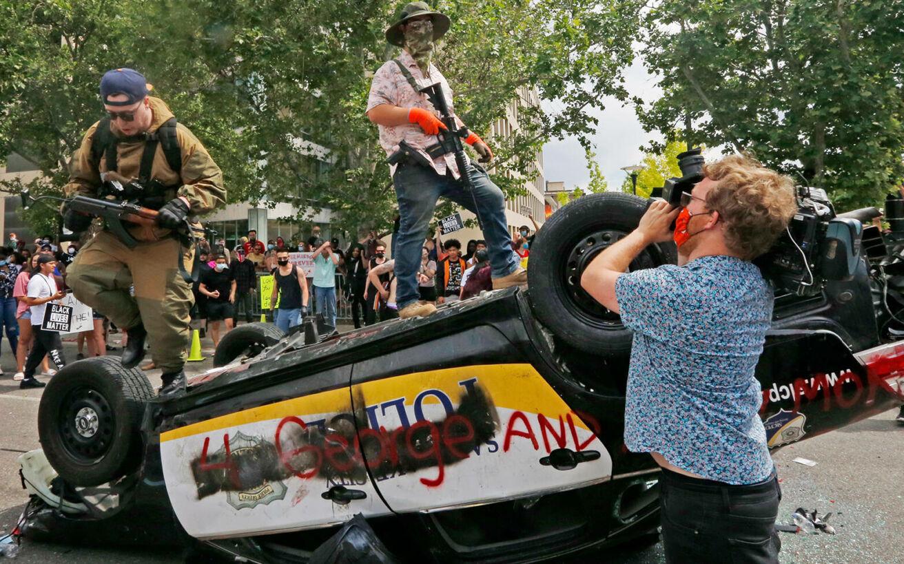 Ο άγνωστος πόλεμος στους δρόμους των ΗΠΑ αποκαλύπτει πόσο διχασμένη και πληγωμένη είναι η υπερδύναμη