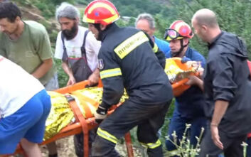 Παραλίγο τραγωδία στα Τρίκαλα: Καρέ καρέ η διάσωση άνδρα που έπεσε σε πλαγιά 30 μέτρων